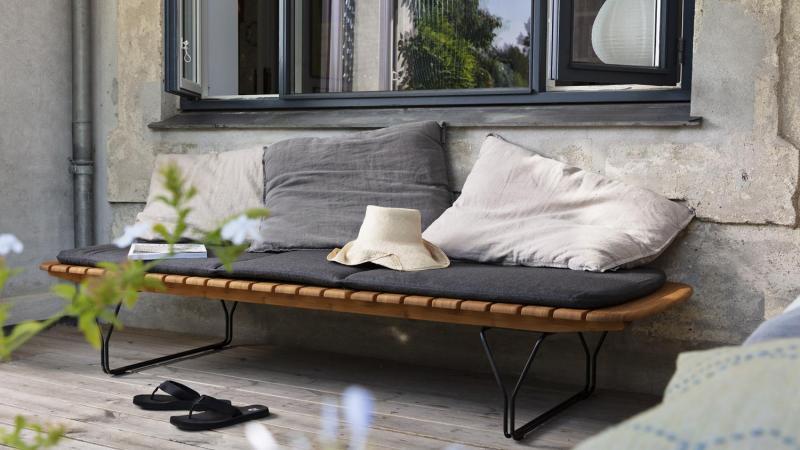 Tuinrama_HoUE_Houten bank_ buiten lounge hout