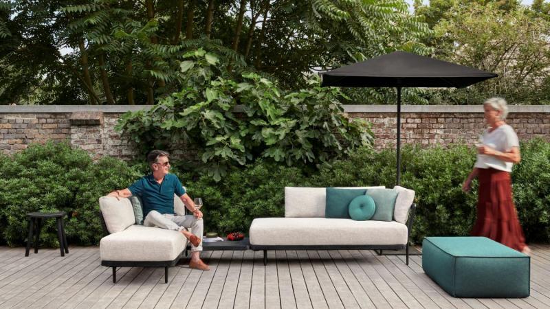 outdoor lounge in teak nero met weerbestendige kussens