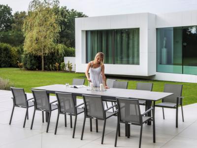 Jati&Kebon Aluminium uitschuifbare tafel 220/330x106cm met keramiek blad met 10 stapelstoelen in antraciet en grijs silver textilene