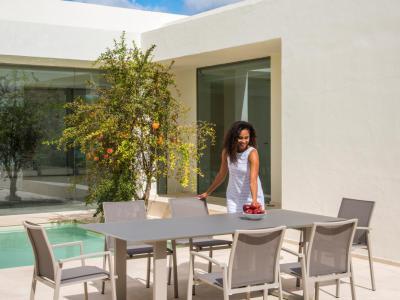 Jati&Kebon tuinset aluminium 6 stapelstoelen textilene Sevilla zand