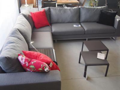 Tuin modulaire lounge met weerbestendige kussens in sunbrella stof