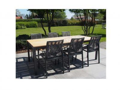 Tuinset aluminum stapelstoelen met tafel met teak tafelblad op terras